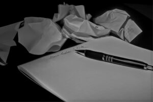 Blog black and white crumpled papers notepad 163059